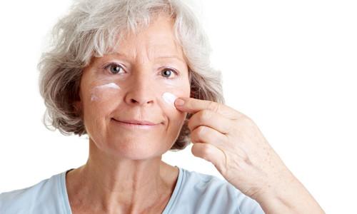 Польза маски для лица с витамином А против старения