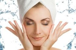 Очистка кожи лица перед нанесением маски