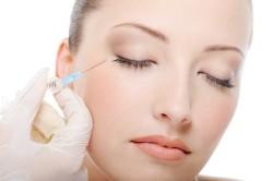 Введение инъекции в кожу лица