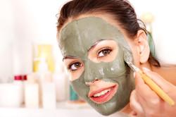 Нанесение маски кисточкой