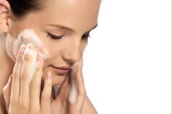 Очищение кожи перед нанесением маски